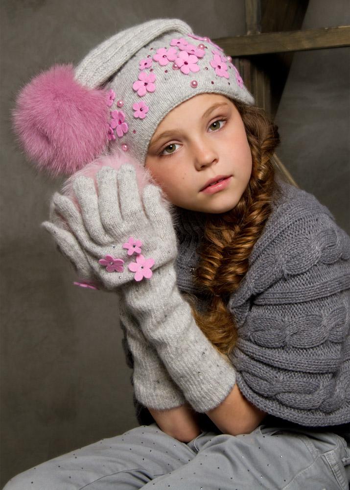 Для мальчиков и для девочек модные шапки зимой 2014 года будут выполнены пр